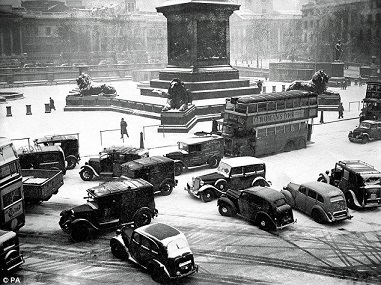 Trafalgar Square 1947/Leonard Bentley/flickr